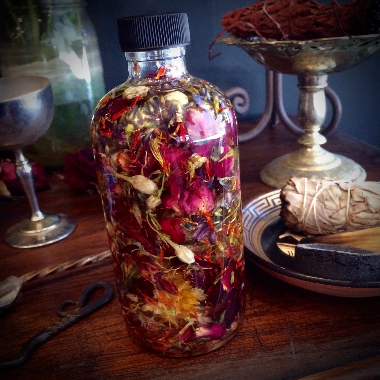 How to use Ritual Spell Oils in Pagan Magic & Witchcraft